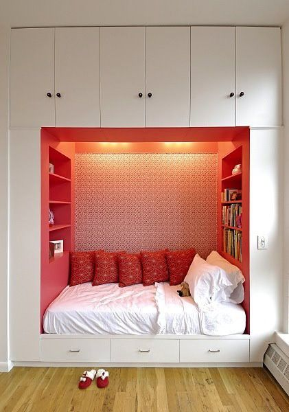 basement reading area - wouldn't it be cool to have a place like this to go read a book!