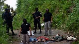 Image copyright                  Marvin Recinos/AFP                                                                          Image caption                                      La violencia en Centroamérica aumentó con los carteles mexicanos en la región.                                La guerra contra las drogas en México cumple una década. Pero entre el sa