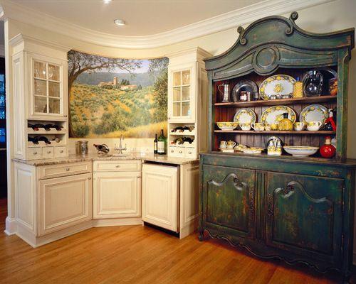 Обустройте дом по-новому: огромная изолированная, п-образная кухня в стиле шебби-шик co столешницей из гранита, врезной раковиной, фасадами с выступающей филенкой, белыми фасадами, кухонной техникой под мебельный фасад, паркетным полом среднего тона и одним островом - стильные решения со всего мира
