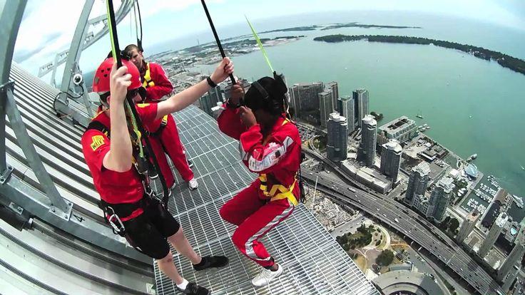 La Torre CN, un icono de Toronto, ofrece a sus visistantes la posibilidad de realizar la caminata al aire libre a 350 metros de altura, la más alta del mundo. Leer la nota completa.