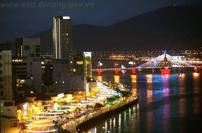 Da Nang by Night by Motorbike This Da Nang by night motorbike tour focuses on the night life of locals. We will we ride along Bach Dang Street and China Beach road, while gazing at the beautiful bridges spanning the Han River. Get to Son Tra Mountain to admire the beauty of Da Nang at night. During the tour, you have a chance to try local foods which locals love to eat at night.Do you think Da Nang is very boring at night? Think again. Why not have a food tour around the city ...