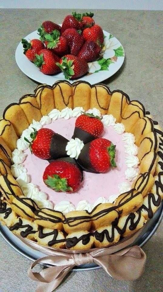 "http://sweetsbynicole.org/2016/04/02/coronita-dulce/ Tort ""Coronita dulce"""