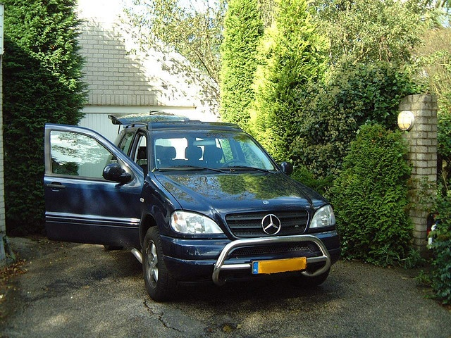 I owned this Mercedes ML320 from 2000-2004...