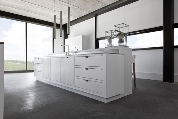 This is a kitchen design that looks charming with minimalist style and dominated by elegant gray-white colors by designer Piet Boon for Warendorf. Warendorf kitchen collection consists of a variety of furniture that combine to create a luxurious feel of a quiet and elegant in kitchen decor, the Warendorf is a German kitchen manufacturer.