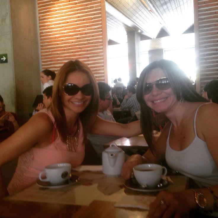 @marywcastro: Por fin el cafecito colombiano con estrellitagugu eeehh. Casi que no. Hehehehe. Amiga. Que delicia… tocaba aprovechar por que YA mañana te vas a Canadá buuuu
