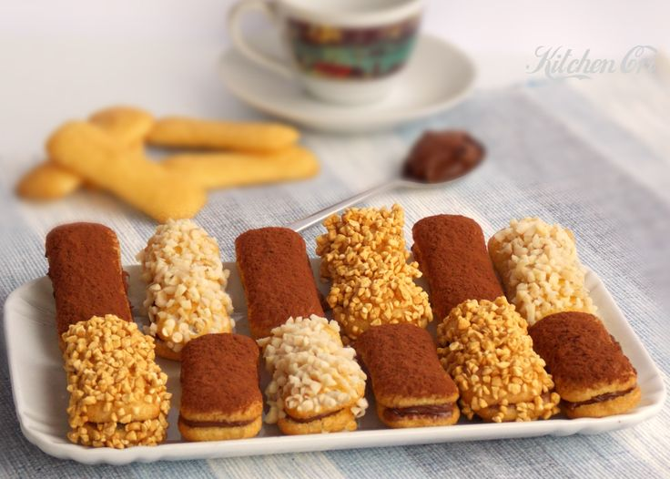 pavesini ripieni di nutella intinti semplici e veloci per quando abbiamo voglia di dolce ma non abbiamo voglia di cucinare