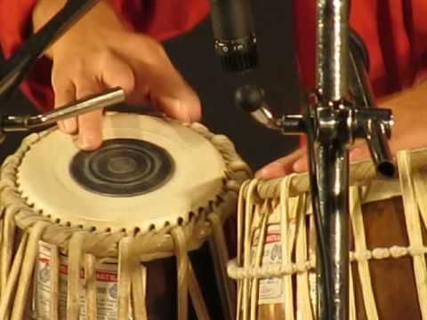 Ustad Zakir Hussain playing a rela - YouTube