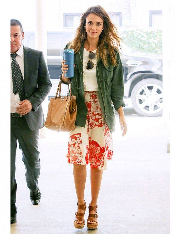 This ladylike outfit on Jessica Alba has us wanting to buy that army jacket ASAP! // #celebritystyle