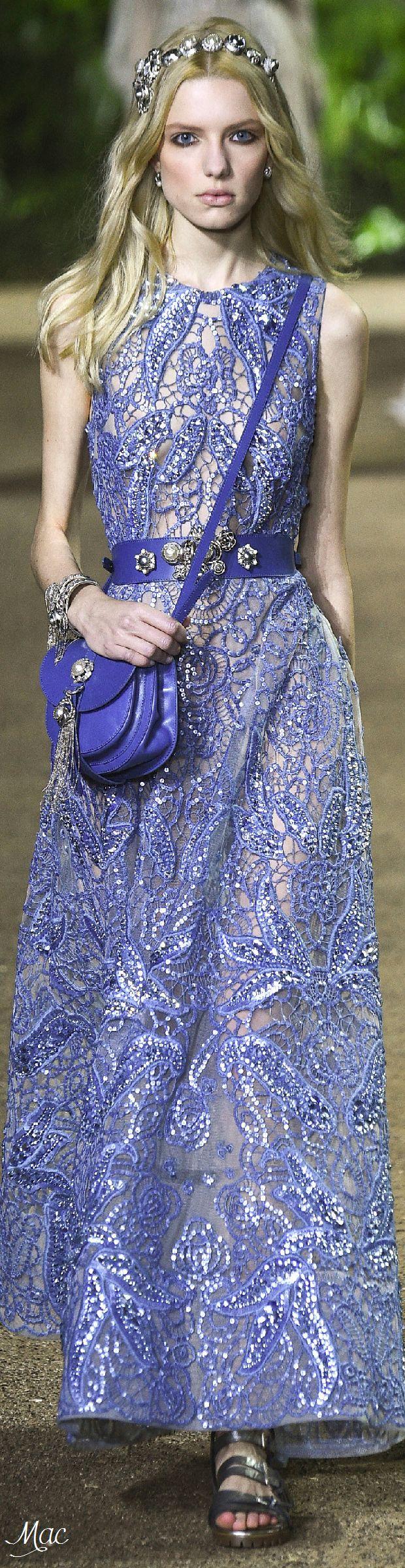 Gente, Elie Saab é um mago. Olha a riqueza de detalhes e a textura desse vestido! Bordados, pedras, suavidade... Muito romantismo!