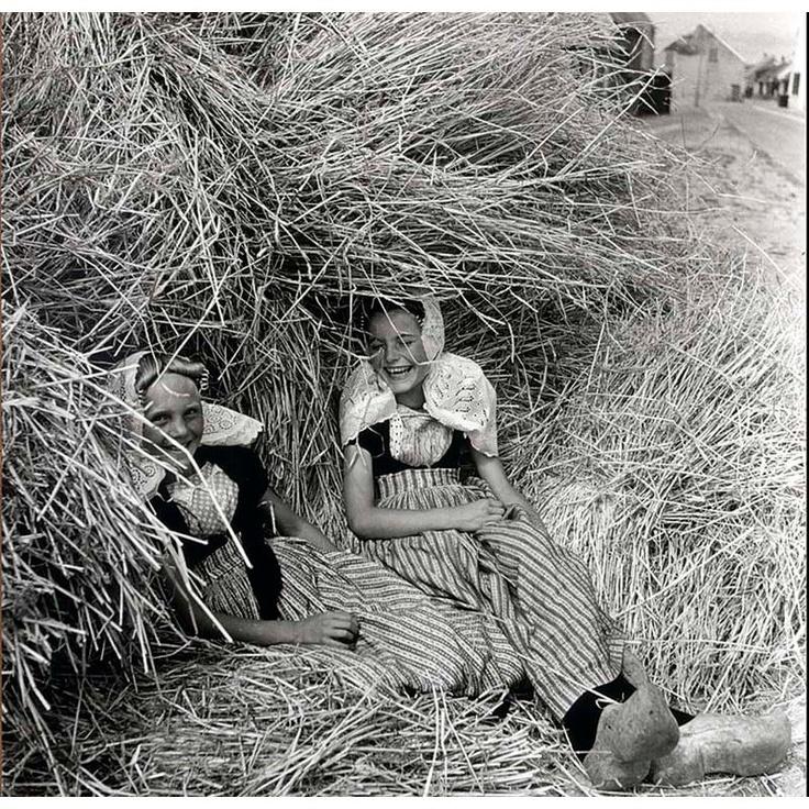 Dutch girls in haystack, Westkapelle Zeeland 1930s, Eva Besnyö #Zeeland #Walcheren