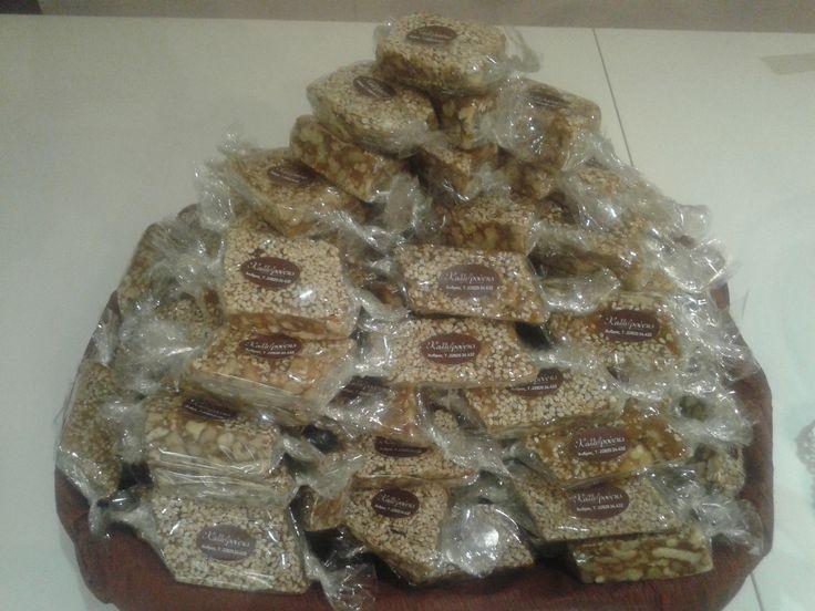 Ανδριώτικο παστέλι.  Γεμάτο ξηρούς καρπούς με θυμαρίσιο μέλι.