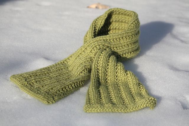 Toddler Keyhole Scarf Knitting Pattern : Chic Keyhole Scarf by Bonne Marie Burns Free Knitting Patterns (Scarves) ...