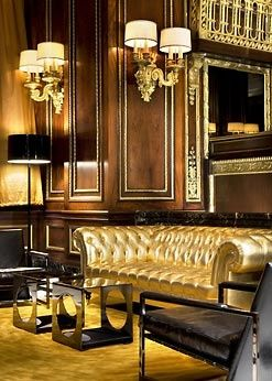 Look at that gold couch!