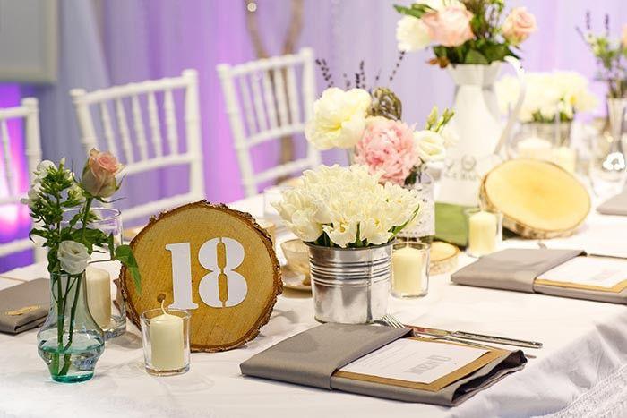 Tischnummer zur Hochzeit auf Holz