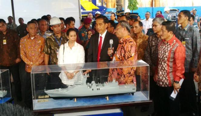 Presiden Jokowi Kunjungi PT PAL Surabaya (foto: VIVA News /Tudji Martudji)