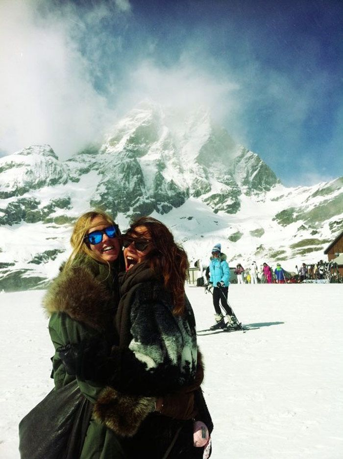 Geet some skis, a frosty winter day in the mountains and your best friends and you'll be the happiest girl in the world.
