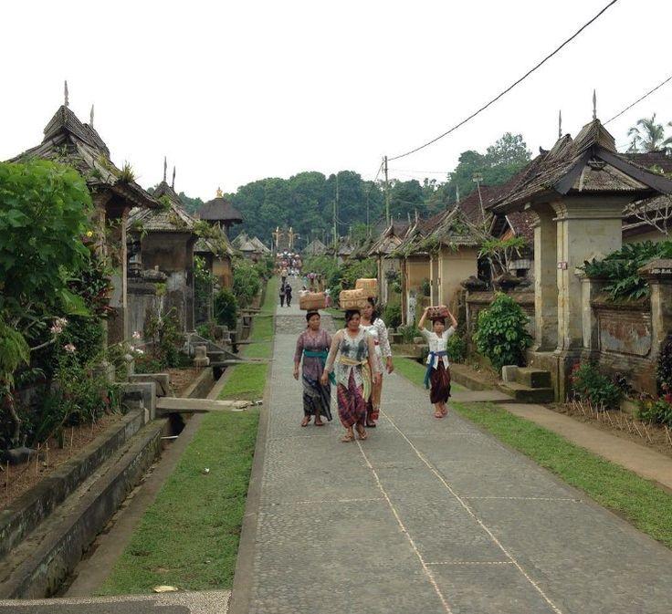 Nikmati keindahan desa wisata penglipuran bali, dan rasakan nuansa desa yang…