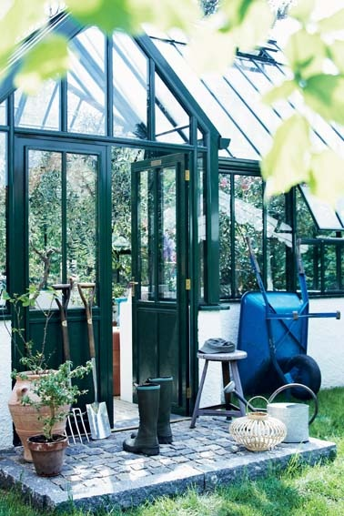 I would lovelovelove to have a glass greenhouse