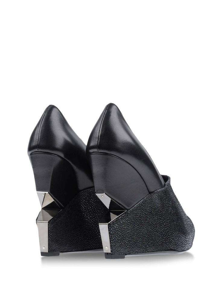 Charline De Luca pour Femme sur shoescribe.com Automne-Hiver 2012