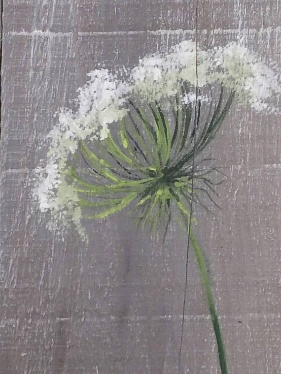 Paletten-Wand-Kunst, wilde Blumen grün, Bauernhaus Dekor, grau im Alter von Holz, handgemalte Blumen, Queen Ann Lace, schäbig, rustikal Altholz