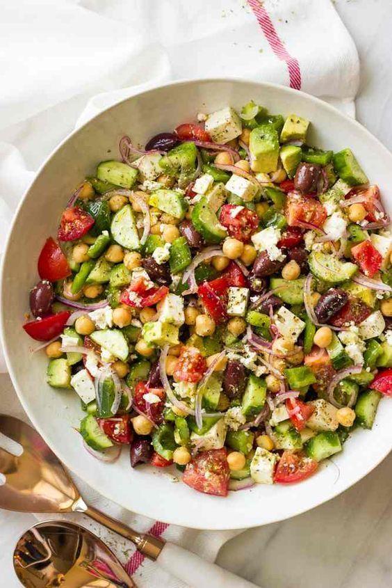 Chopped greek salad with avocado – healthy meals   – Diabetis rezepte – #Avocado…