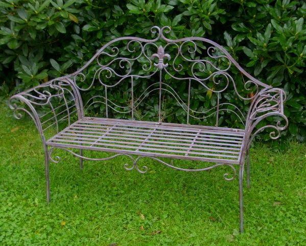 Gartenbank Antik Von Metall Zu Komplizierten Und Komplexen Krummungen Bilden Gartenbank Garten Bank