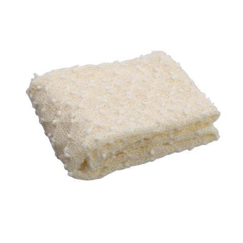 Newborn Gebreide Kanten Wrap Ivoor ILKW 40 x 75 cm  De gebreide kanten wrap van Click Props is gemaakt van hoogwaardig wol.Het kant is te gebruiken als ondergrond of achtergrond voor newborn fotografie.  Een kanten wrap kan bijvoorbeeld gecombineerd worden met een Click Props achtergrond en/of andere accessoires van Click Props. Deze artikelen kunt u vinden bij de optionele accessoires.    Het doek heeft een afmeting van 40 x 75 cm en is met koud water (handwas) te wassen.  EUR 24.95  Meer…