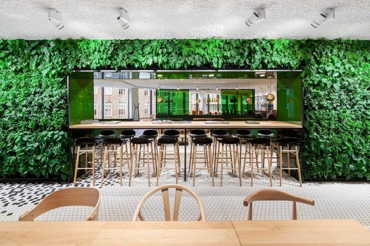 Green Fortune plantwall in arch shape Bijenkorf Utrecht. Plantwall, vertical garden, groene wand, Pflanzenwand