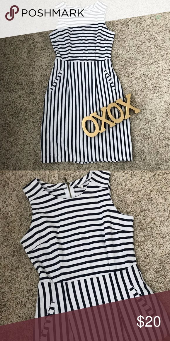 Old Navy Striped Dress Like New Old Navy Striped Dress, with pockets in the front. Cotton and polyester blend. Old Navy Dresses Midi