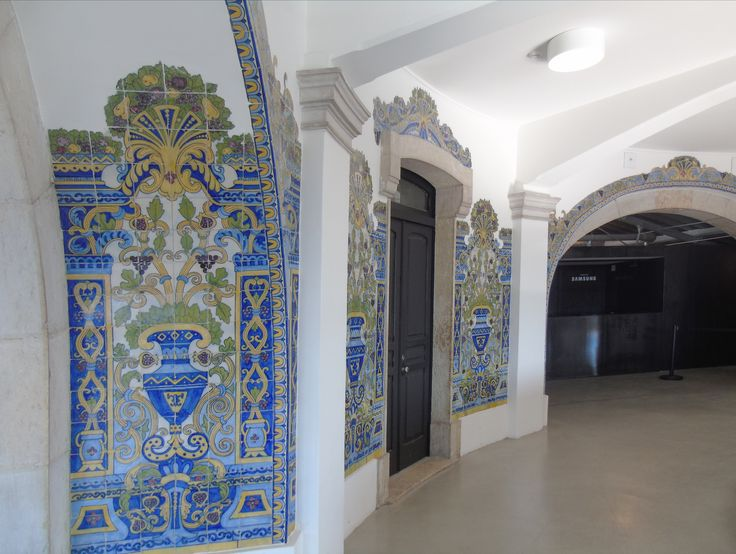 Lisboa | Pereira Cão | Mercado da / Market of Ribeira #Azulejo #AzulejoDoMês #AzulejoOfTheMonth #Flores #Flowers #PereiraCão #Lisboa #Lisbon
