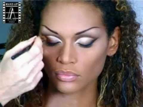 Make-Up Atelier Paris: Make Up Tutorial - Féline Peau Métisse  This is just so fierce