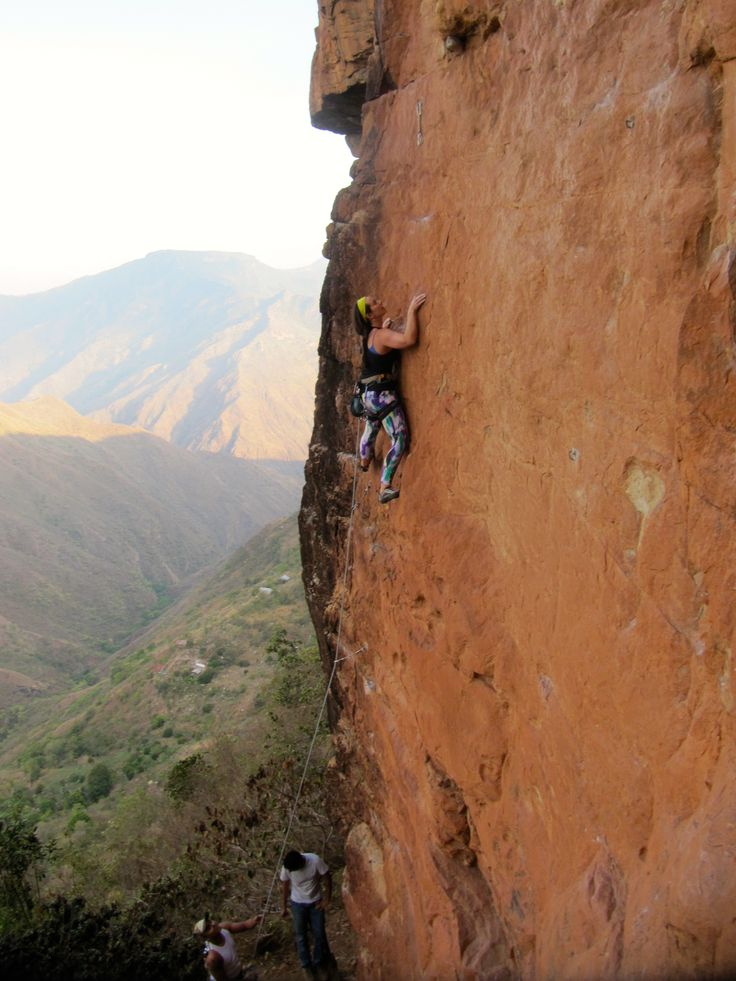 Six Day Rock Climbing Intensive : Reach new heights with this six day rock climbing intensive suitable for all levels. Hands down located in one of the best sites for climbing in Colombia.