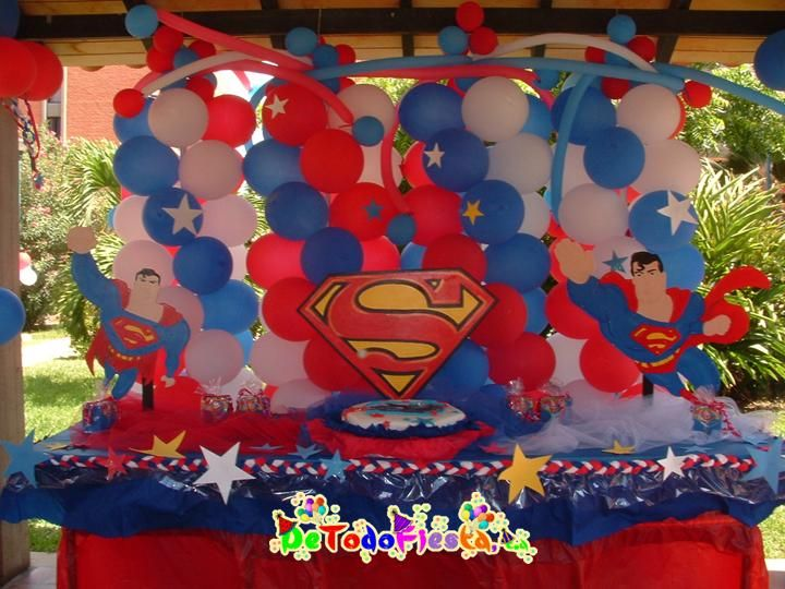 Superman decorations for main table leo 39 s 6th birthday for Baby shower ceiling decoration ideas
