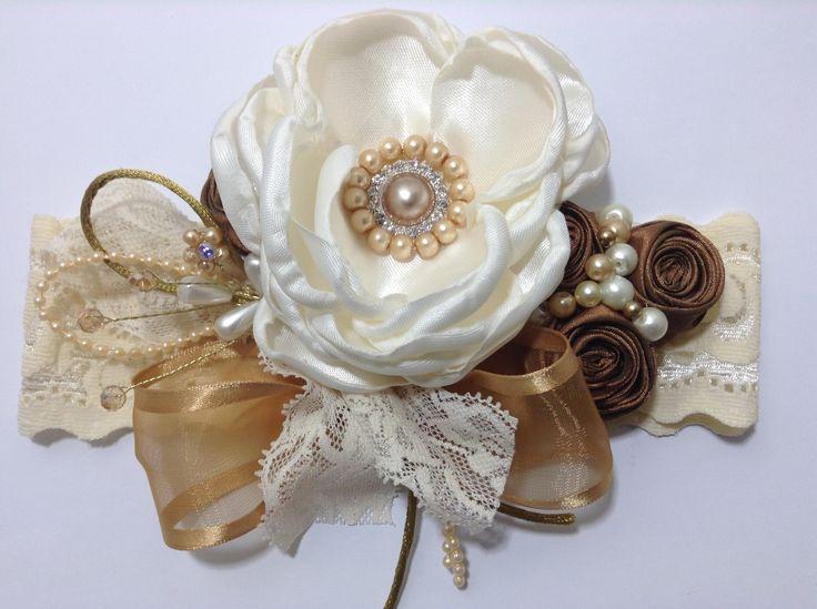 Tiara con flores de tela  y lindos detalles VIDEO No. 339