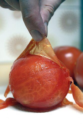 Dica da vovó: tomate pelado caseiro em 5 minutos