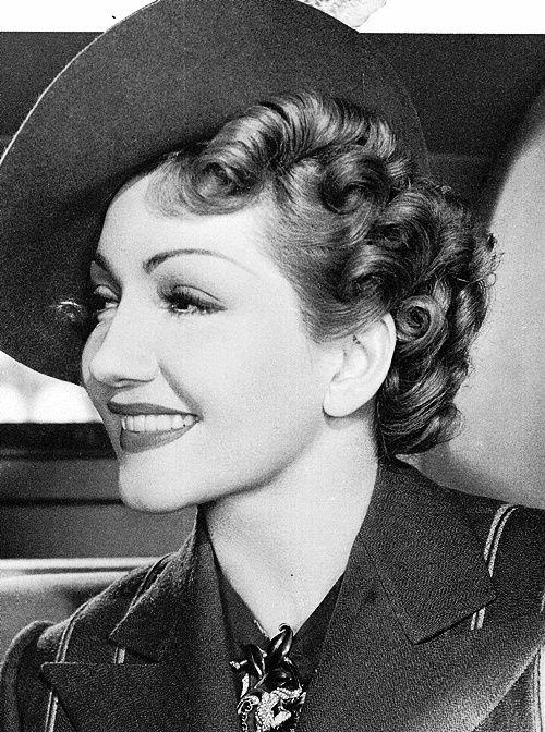1930s fashion: Claudette Colbert
