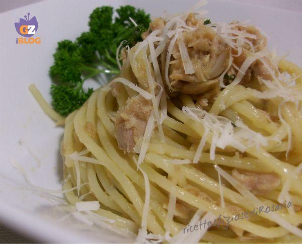Spaghetti al tonno in bianco con pecorino - ricetta veloce
