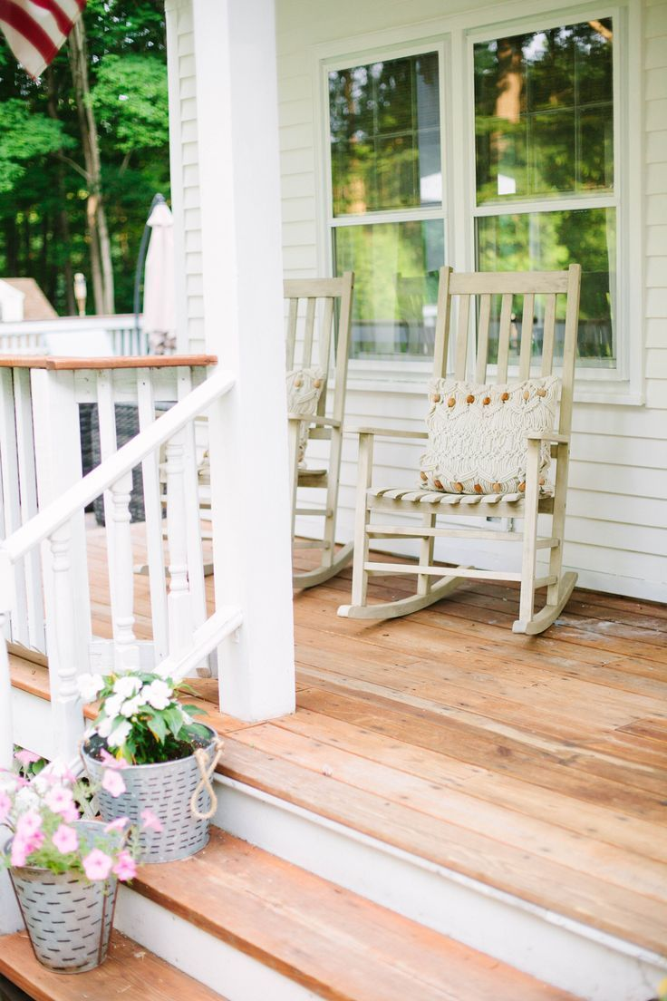 Have a front porch and don't know how to decorate it? These simple tips will show you How to Freshen Up Your Front Porch on a budget!