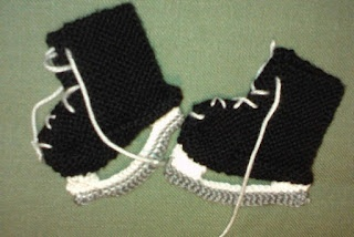 Hockey Knitting Patterns : free pattern Hockey Skate Baby Booties from Musings from the Port City: Kni...