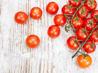 It's officially tomato season, but with so many available, which one is the right one for your particular recipe?  The folks at @HellaWella walk through the different varieties to help you decided which ones you want to eat right now!