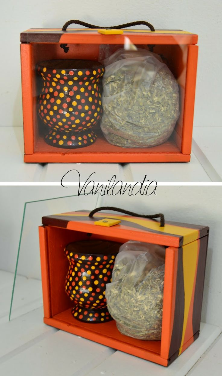 Vintage/Retro. Yayoi Kusama Cajita de madera pintada con frente de vidrio desmontable + mate pintado + yerba