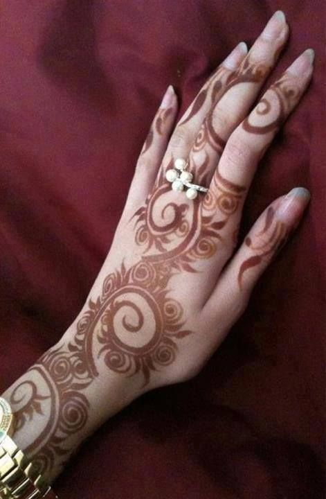Arabic style henna at least 24 hours after paste removal. These swirls are gorgeous!
