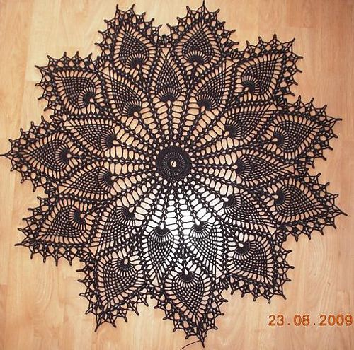 Free Pattern - crochet pineapple doily
