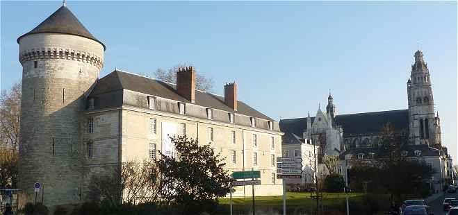 Tours-Château et Cathédrale vues de la Passerelle
