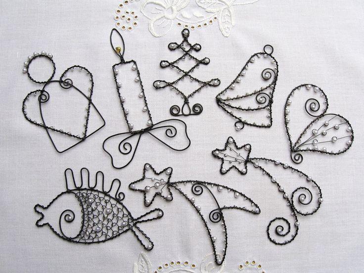 Vánoční ozdoby černobílé Vánoční ozdůbky z černého žíhaného drátu, bílých…