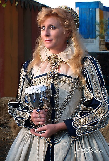 Elizabethan gown. Love the bead and trim work.