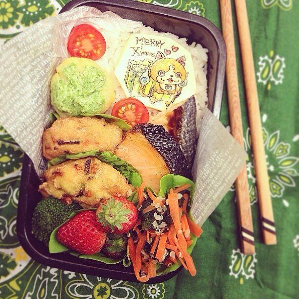 お兄やん、今日は1日頑張れるかなぁ? ⚫︎てづくり野菜がんもどき ⚫︎焼き塩鮭 ⚫︎ジャガイモとグリンピースのサラダ茶巾仕立て ⚫︎にんじんとほうれん草のキヌアナムル ⚫︎プチトマト、ブロッコリー ⚫︎いちご - 65件のもぐもぐ - 火曜日のお弁当。 by Yuka Nakata