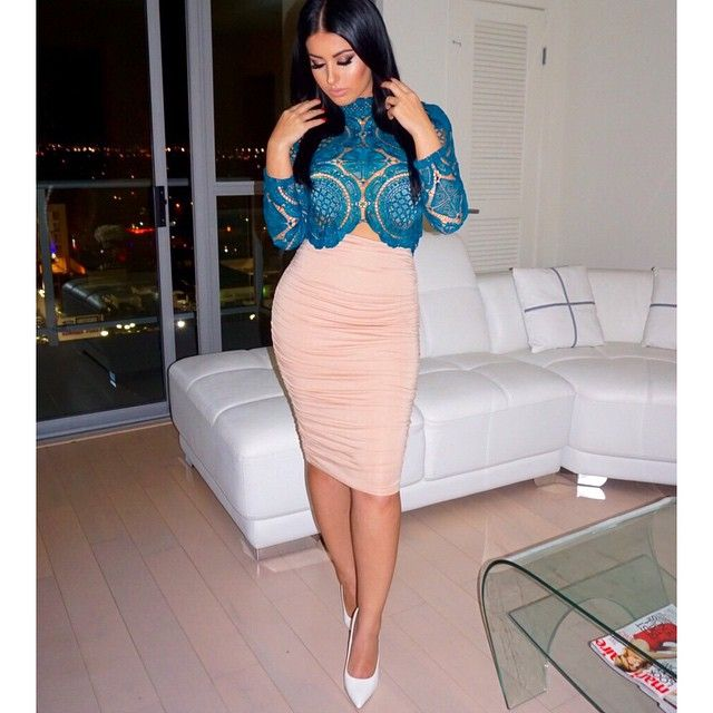 #ILoveTeal #LaceLove ✨ Top @stylekeepers_boutique  Skirt @missguided  Shoes @lolashoetiquedolls Extensions @bellamihair {code:amrezy for 10% off)  #amrezy #glamrezy