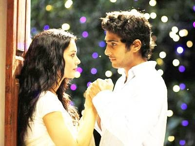 Amy Jackson and Prateik Babbar seen locking lips in this still from the movie 'Ek Deewana Tha'