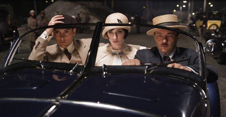 Still of Tobey Maguire, Joel Edgerton and Elizabeth Debicki in Den store Gatsby (2013) http://www.movpins.com/dHQxMzQzMDky/marele-gatsby-(2013)/still-364357120